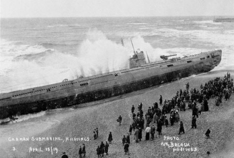 SM U-118 washed ashore at Hastings, Sussex.