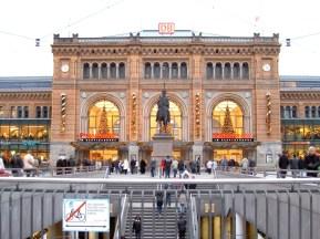 Ernst August memorial, central railway station.