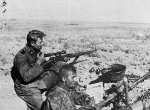 A sniper and a machine gunner of 3.SS-Division.