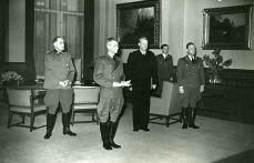 Wilhelm Rediess , Josef Terboven, Vidkun Quisling and Paul Wegener in receipt of the Storting under the Act of State 1942.