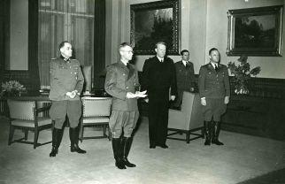 Wilhelm Rediess , Josef Terboven, Vidkun Quisling and Paul Wegener in receipt of the Storting under the Act of State 1942.
