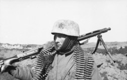 Fallschirmjäger of the PK XI Flying Corps carrying a MG 42 machine gun in the Soviet Union in 1942.