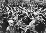 Volkssturm marching, November 1944. Feierliche Vereidigung der Freiwilligen des Deutschen Volkssturms in Berlin In Berlin fand heute die feierliche Vereidigung der Freiwilligen des Deutschen Volkssturms statt. UBz Volkssturmmänner mit ihren Waffen während des Vorbeimarsches an Reichsminister Dr. Goebbels.