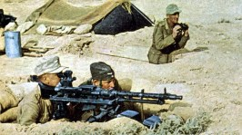 Afrikakorps Panzergrenadiere from Schützen-Regiment 115 / 15.Panzer-Division with an MG34 in the desert nest during Operation Scorpion.