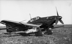 "Ju 87 G-1 ""Kanonenvogel"" with its twin Bordkanone 3.7 cm (1.46 in) underwing gun pods."