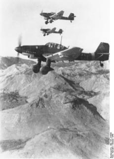Kette of Ju 87 Ds in flight, October/November 1943.