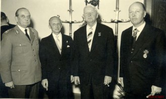 In black from left to right, we see the veterans Hasso von Manteuffel, Erich von Manstein and, Horst Niemack.