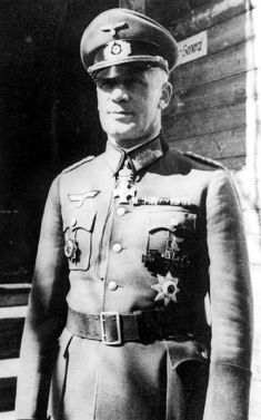 Major General Paul Völckers with the Officer's Cross of the Royal Bulgarian Order of St. Alexander as a neck decoration.