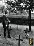 Erwin Koopmann at the hero's grave of his brother Hermann at the German war cemetery Langemark , 1940.