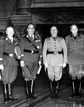 SA Gruppenführer Oberlindober with Mussolini.