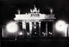 """The Brandenburg Gate after the Battle of Sedan : """"What a turn by God's guidance!"""""""