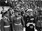 Reichsparteitag Großdeutschland Tag der Wehrmacht. Während der ersten Vorführungen am Vormittag steht hier von Links: General der Flieger Milch, General Keitel, Generaloberst von Brauchitsch, Generaladmiral Raeder und Kommandierender General des 13. Armeekorps Freiherr von Weichs.