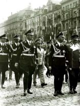 German and Italian officers during the Munich Conference, September 29, 1938; v. l. n. r .: SS-Hauptsturmfuhrer dr. Eugen Dollmann (leader of the staff of the Reichsführer-SS and Himmler's interpreter of Italian); SS-Obersturmführer Dr. phil. Hajo Freiherr von Hadeln ( Adjutant Reichsführer-SS Himmler); SS group leader Karl Wolff (chief of the main office personal staff Reichsführer-SS); two unknown Italian officers; Professor Arturo Marcipati (in Black Fez , leader of the Blackshirts of the MVSN); General of the Artillery Wilhelm Keitel (Chief of the Wehrmacht-Führungsamt, Reichskriegsministerium); Reichsführer-SS Dipl.-Landwirt Heinrich Himmler (Reichsführer-SS and Chief of the German Police); Major General of the Air Force Karl-Heinrich Bodenschatz (Chief of the Ministry of the Ministry of Aviation and Supreme Commander of the Air Force) and Field Marshal Hermann Göring ( Commander in Chief of the Air Force ). Not in the picture, because right or leading the Italian Foreign Minister Galeazzo Ciano , Hitler and Mussolini .