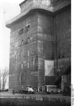 The Zoo tower in 1946.