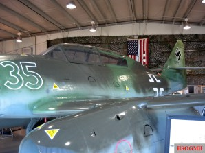 Me 262A and its Junkers Jumo 004 turbojet engine (Yellow 5), NMUSAF-Dayton, 2007.