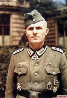 Oberfeldwebel Hans Romott.
