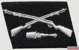 """Collar patch of the SS storm brigade """"Dirlewanger"""" with two crossed infantry rifles and a stick grenade."""