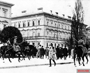 Mounted state police with lances on November 9, 1923 in München.