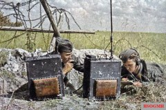 This picture from SIGNAL magazine (French edition) showing German Luftwaffe soldiers using Torn. Fu. d 2 field radio at the front.