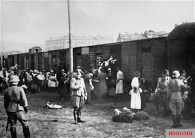 Polish Jews being loaded onto a DR train at the Umschlagplatz in the Warsaw Ghetto.