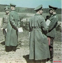 Late summer 1941: a front-line conference at the forward HQ of 6. Panzer-Division. From left to right: Generalmajor Franz Landgraf (Kommandeur 6. Panzer-Division); General der Panzertruppe Georg Hans Reinhardt (Kommandierender General XXXXI. Panzerkorps); unknown officer; and Major im Generalstab Johann-Adolf Graf von Kielmansegg (Ia Erster Generalstabsoffizier 6. Panzer-Division). The last one would rose after the war to general's rank in the Bundeswehr and commanded NATO-AFCENT.
