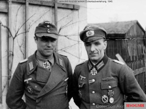 In this picture, Major Grimminger is on the right with his Ritterkreuz. The other Ritterkreuzträger is Hauptmann Martin Lenz, commander of II.Bataillon. According to Mr. Kitamura, this picture was probably taken in March 1945, just before he was awarded with an Eichenlaub and after Lenz received his Ritterkreuz, January 1945.