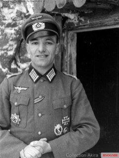 A nice portrait of Johannes Grimminger as an Oberleutnant der Reserve before he received Ritterkreuz des Eisernen Kreuzes (23 August 1944 as Hauptmann der Reserve and Führer Panzergrenadier-Feld-Ersatz-Bataillon 25 / 25.Panzergrenadier-Division). In this picture he spotted the Deutsches Kreuz in Gold in his uniform, which he received in 29 January 1942.