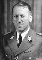 Kaltenbrunner in 1938.