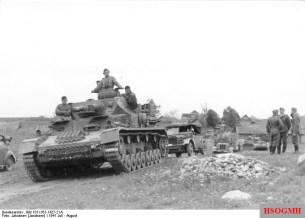 German vehicle column near Vitebsk in July 1941.