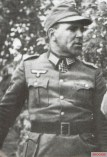 Max Sachsenheimer as Oberst.