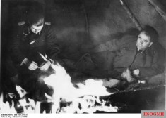 Albert Speer (right) in Finland during the winter of 1943–1944.