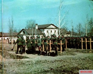 After the first major German losses in the Eastern Front in 1941, divisional cemeteries were set up behind the front lines. Here the dead were brought for burial, with the Divisionskommandeur and other officers attending to pay their respects.