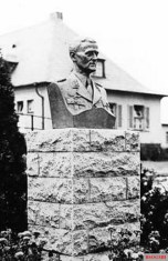 The 2nd Group of Combat Squadron 253 in Erfurt- Bindersleben consecrated on the day of the Air Force April 21, 1937, a memorial to the 3 June 1936 fatal crashed First Chief of Staff of the new German Air Force, Lieutenant General Walther Wever.