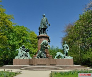Frontal view of the Bismarck Memorial.