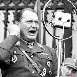 Hermann Göring in a DLV uniform with the sports wreath of the Ring of the National Motor and Aviation Movement (RKL) in gold, ca. 1935.