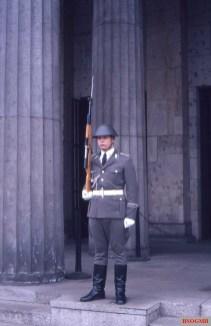 A soldier of the Wachregiments der Stadtkommandantur Berlin in front of the Neue Wache.