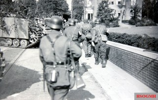 Grenadiers repelling the Allied troops during Operation Market Garden.
