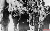 Mehmed V greeting Wilhelm II on his arrival at Constantinople.