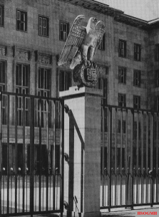 National Emblem in the Ehrenhof, sculpture by Walter E. Lemcke.