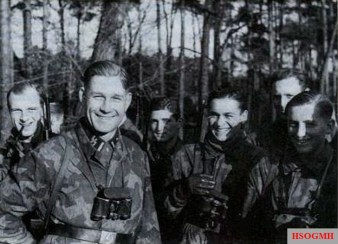 Soldiers of the SS-Fallschirmjäger-Bataillons 500/600 in Buntfarbenaufdruck 41 or Splittertarn B on the bridgehead Schwedt in February 1945.