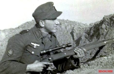 Friedrich Pein as a sniper of the Gebirgsjäger.