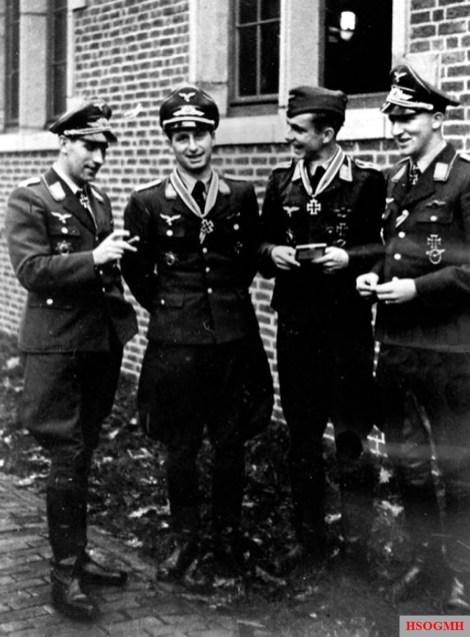 From left to right: Hauptmann Paul Semrau, Leutnant der Reserve Heinz Strüning, Oberfeldwebel Alfons Köster, and Leutnant Wilhelm Beier on 9 November 1942 on the occasion of the award of the Ritterkreuz des Eisernen Kreuzes to Struning and Köster.