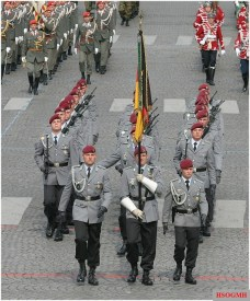 Fallschirmjäger of 26th Air Assault Battalion at the 2007 Bastille Day Military Parade.