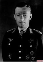 Oberstleutnant Helmut Lent (Geschwaderkommodore Nachtjagdgeschwader 3) in a studio portrait, taken by bildberichter Doeffs.