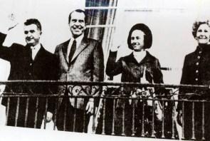 1970 - Nicolae Ceauşescu în balconul Casei Albe alături de Richard Nixon Fototeca online a comunismului românesc
