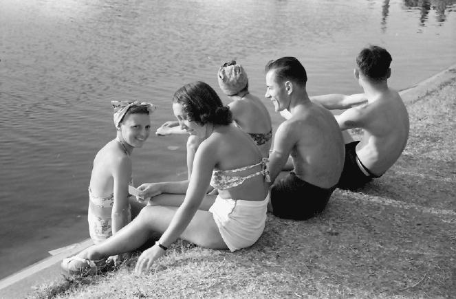 Fetele din Bucureşti la ştrand, în 1941. Galerie foto