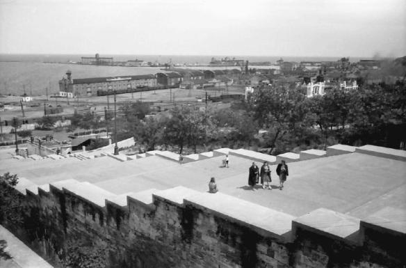 Scările lui Potemkin din Odessa, vedere spre port, iunie 1943