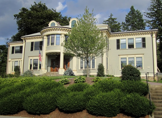 Massachusetts Colonial Revival