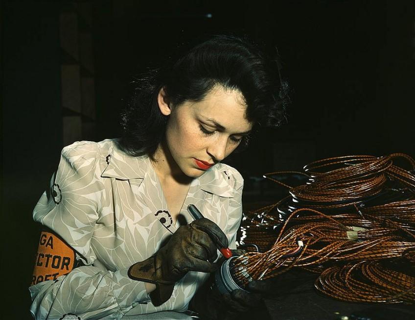 Rosie in een vliegtuigfabriek