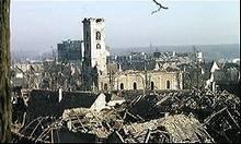 Foto van een door beschietingen zwaar gehavend Vukovar